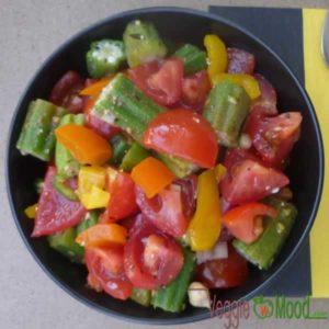 Salade croquante de gombos aux pois chiches germés
