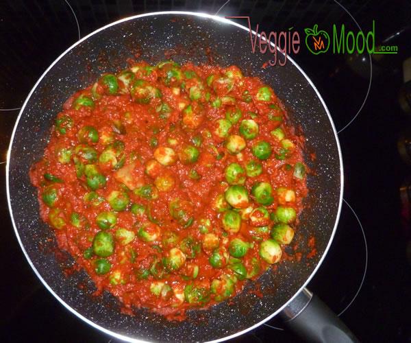 Préparation goulash aux poivons rouges grillés et choux de Bruxelles