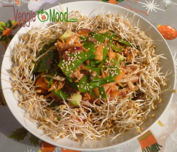 Salade de pois goumands sauce piquante au sésame façon Thaï (version avec graines germées de fenugrec)