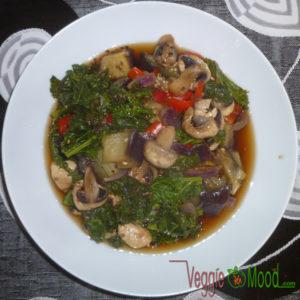 Wok chou kalé et champignons au sésame