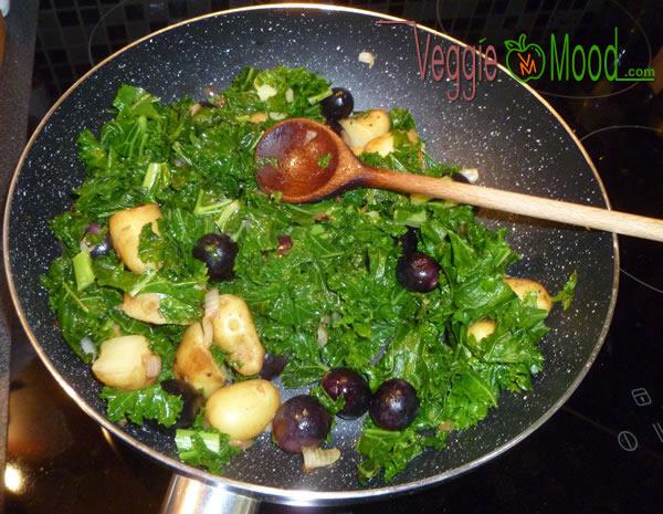 Wok rattes du touquet, chou kalé, raisins et noix