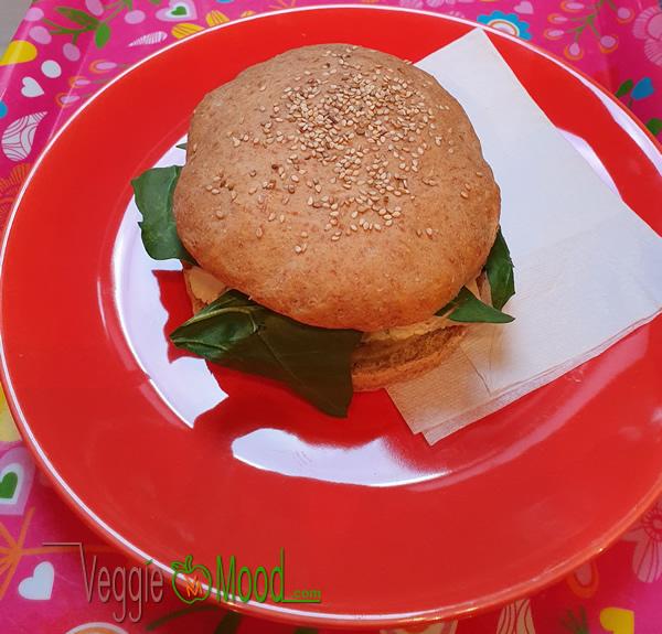 Ingrédients sandwich tiède au tofu mariné, aubergines et épinards
