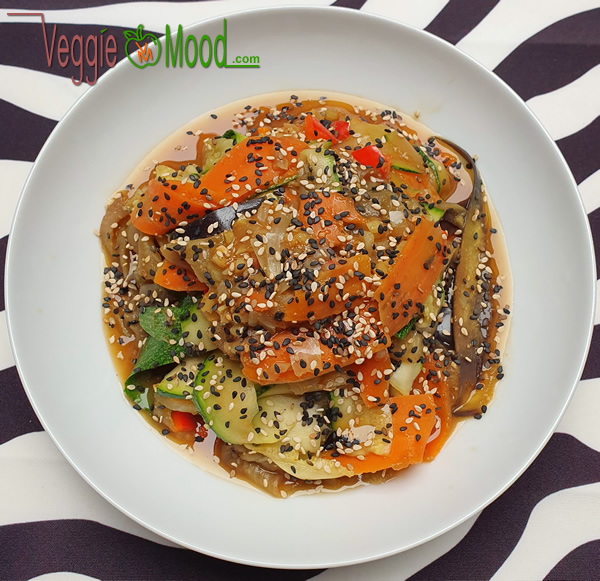 Recette des tagliatelles de légumes, sauce miso et sésame