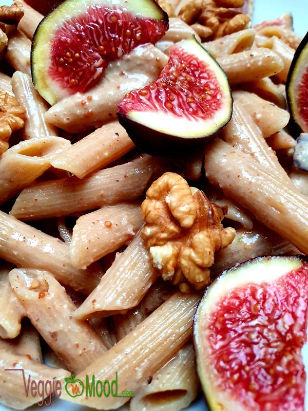 Penne à la crème de figues et noix