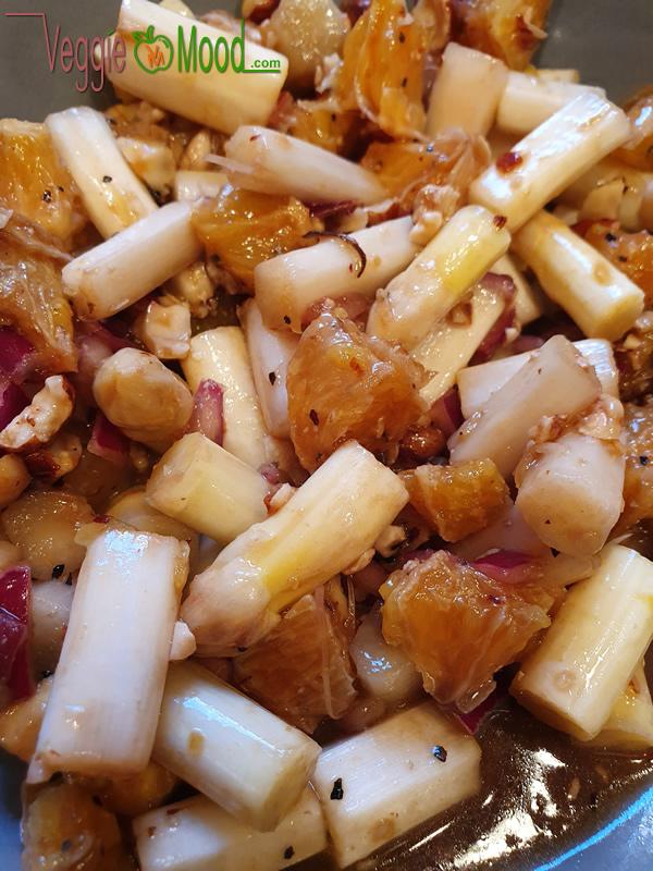 Salades d'asperges blanches crues, oranges et noisettes