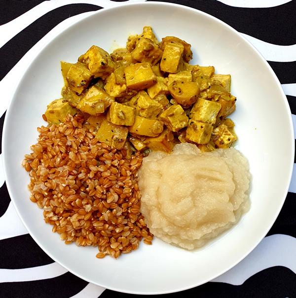 Tofu et panais sauce au curry, petit épeautre et purée de navets