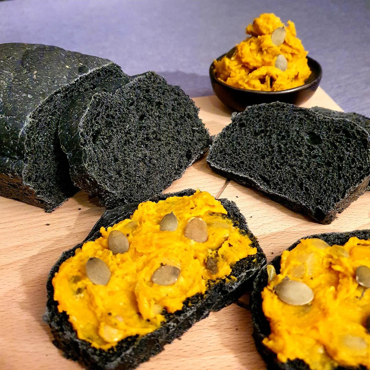 Pâté végétal au potiron, pain (noir) d'épeautre aux épices