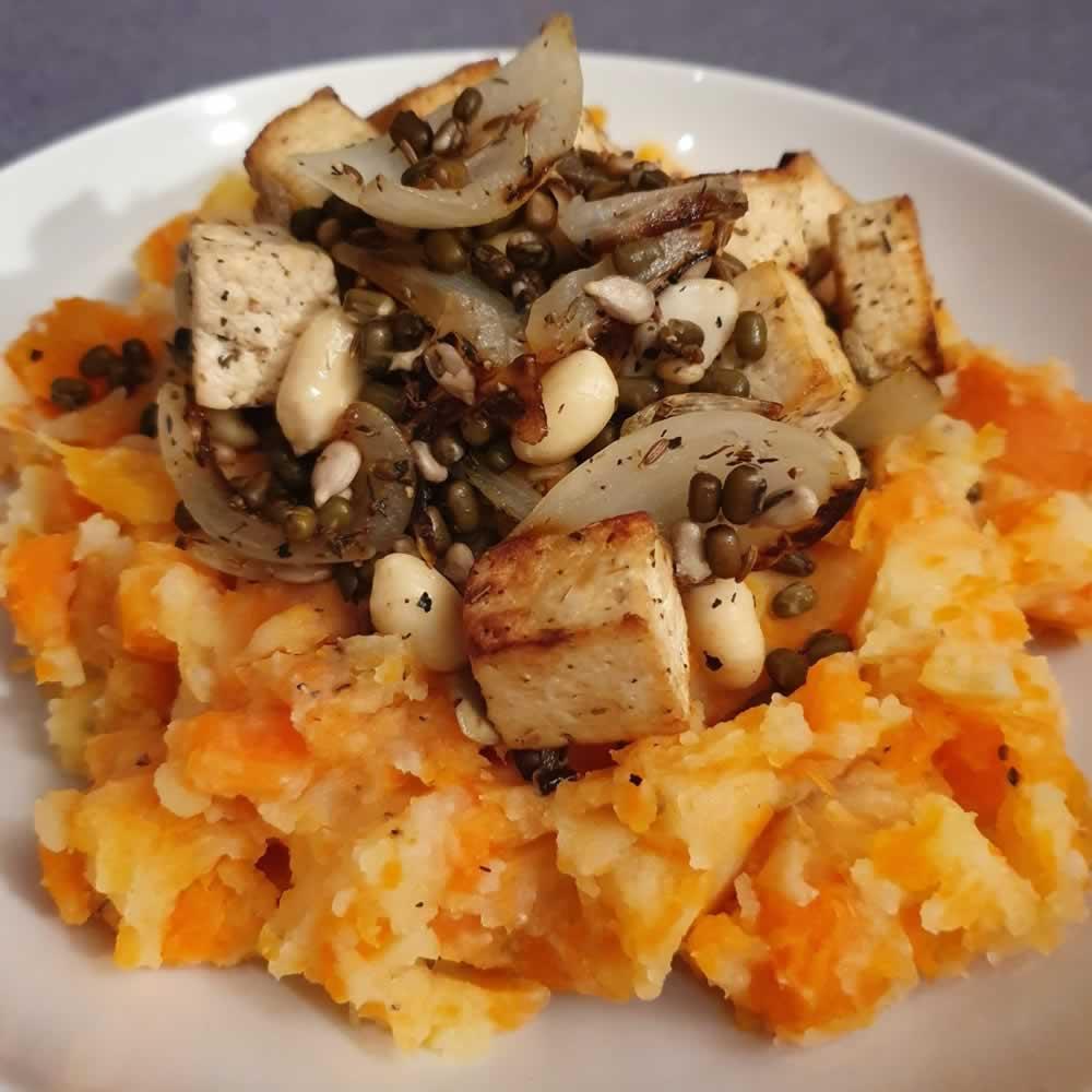 Stoemp carottes-pommes de terre, tofu grillé