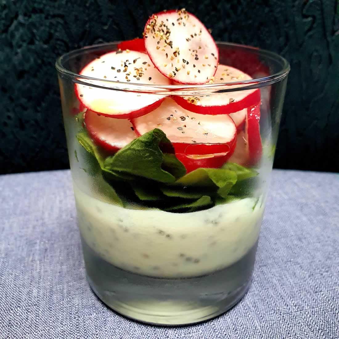 Verrines de radis et yaourt soja au wasabi